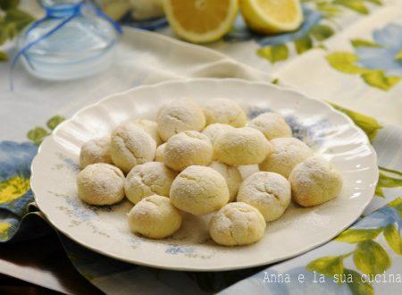 Biscotti morbidi al profumo di limone