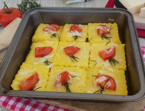 Crostini di polenta con formaggio