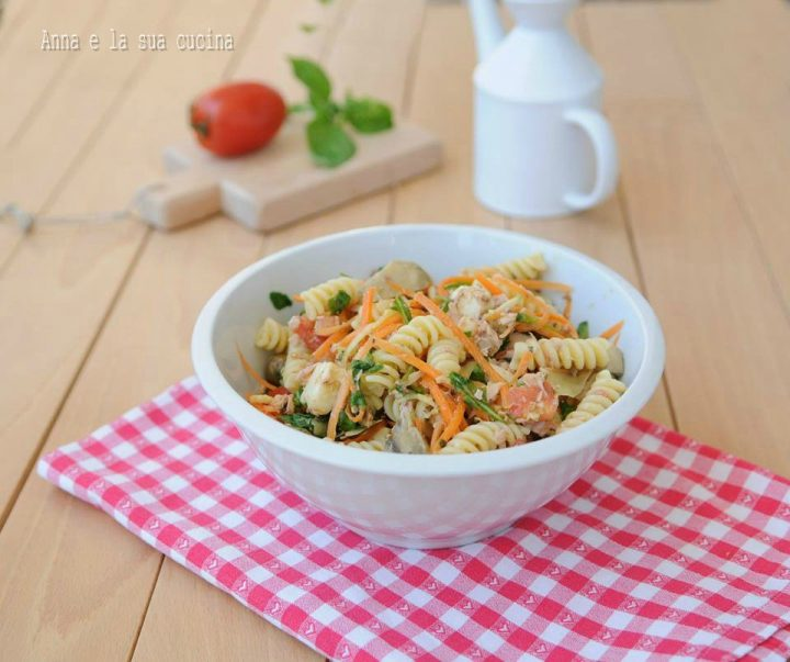 Insalata di pasta con tonno e verdure