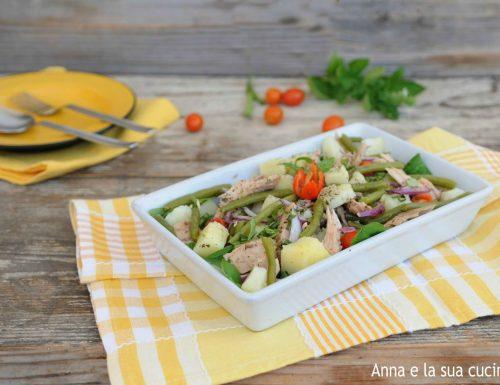 Insalata di patate, tonno e verdure
