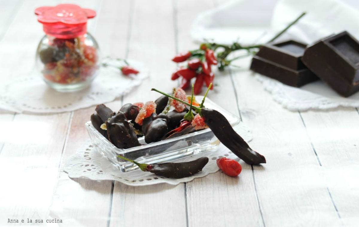 Peperoncini canditi ricoperti di cioccolato