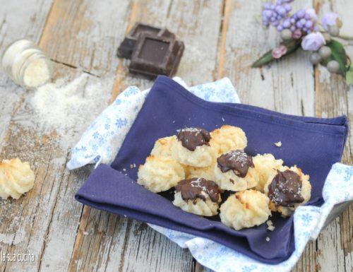 Biscotti al cocco con e senza cioccolato