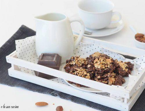 Cioccoflakes con mandorle e nocciole