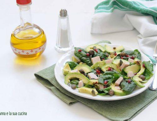 Insalata di spinaci con avocado e fesa di tacchino