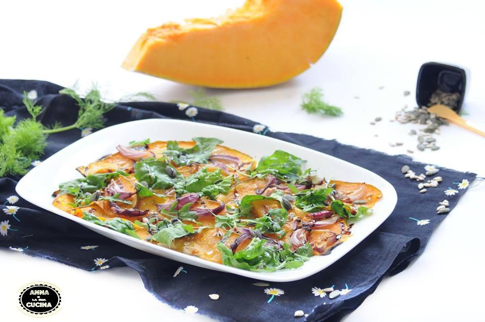 Zucca al forno con insalata di spinaci e rucola