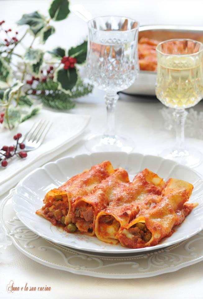 Cannelloni ripieni con ragù di carne e piselli