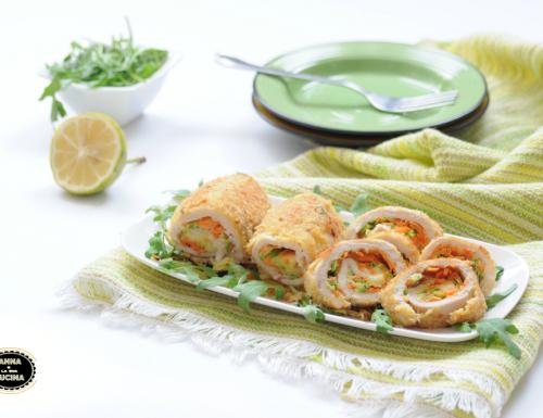 Involtini di pollo dorati con verdure