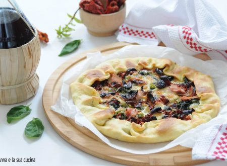 Torta salata con verdure e pomodori secchi