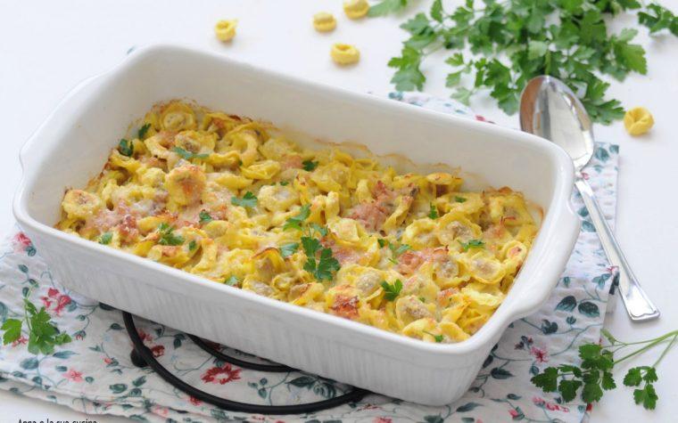 Tortellini al forno con prosciutto e formaggi