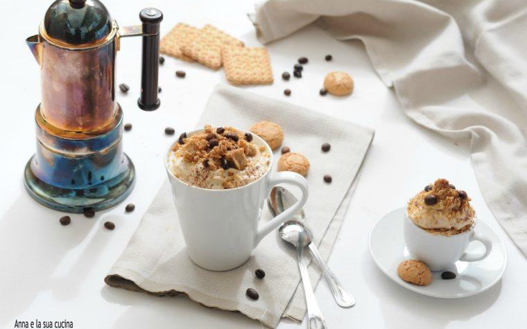 Sbriciolata al caffè in tazza