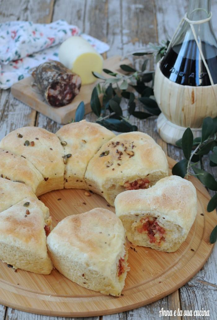 Ciambella con salumi e formaggi