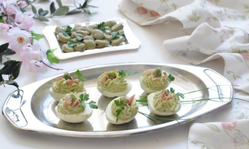 Uova ripiene con crema di fave