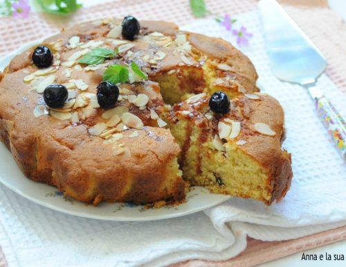 Torta soffice con panna e amarene