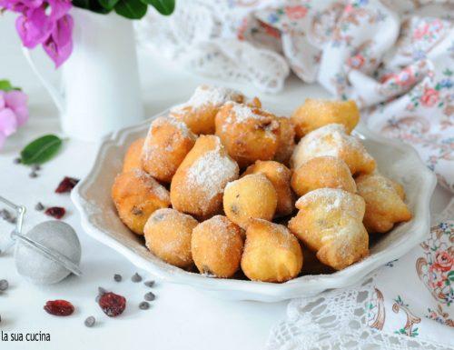 Frittelle di mele con frutta secca e cioccolato