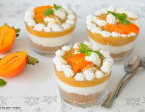 Cheesecake in bicchiere di cachi