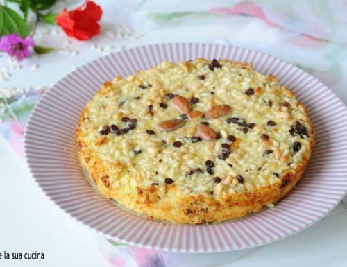 Torta di riso dolce con pinoli
