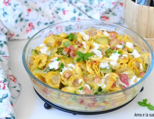 Tortellini al forno con zucchine e pancetta