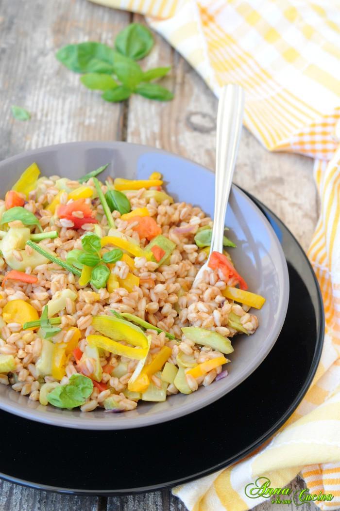 Insalata di farro con verdure saltate