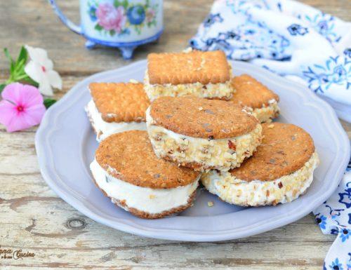 Gelato biscotto con panna e latte condensato