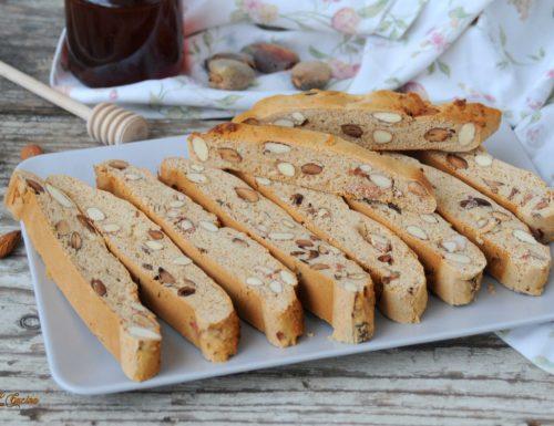 Biscotti mandorlati morbidi con miele (ricetta calabrese)