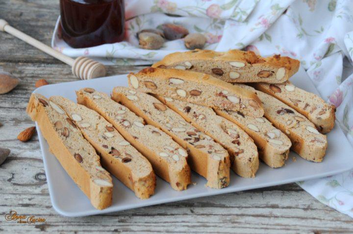 Biscotti mandorlati morbidi con miele ricetta calabrese