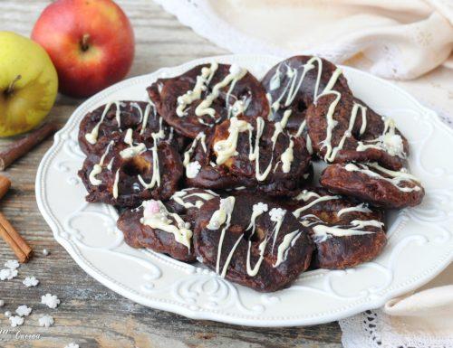 Fette di mele con pastella al cacao e cioccolato