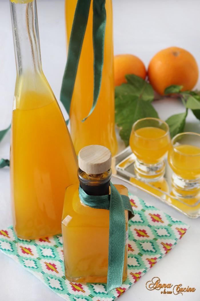Arancello liquore con bucce di arancia bio