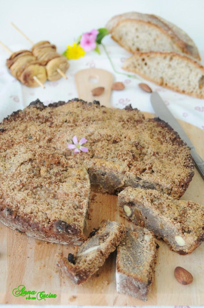 Torta di pane nero con frutta secca