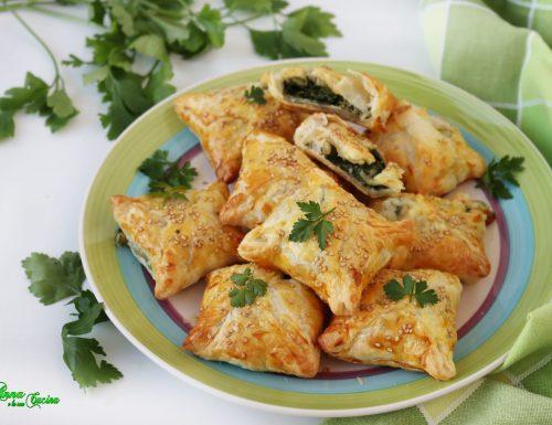 Fagottini di sfoglia con spinaci e formaggio