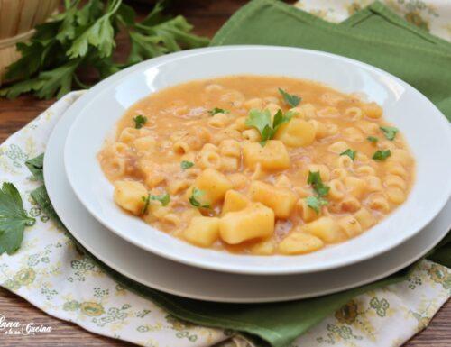 Pasta con patate e provola cremosa