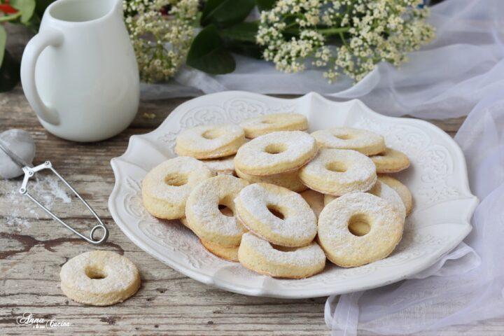 Biscotti ciambelline con panna