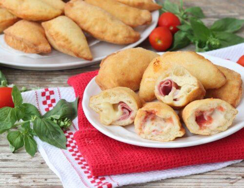 Calzoni o panzerotti fritti con semola rimacinata