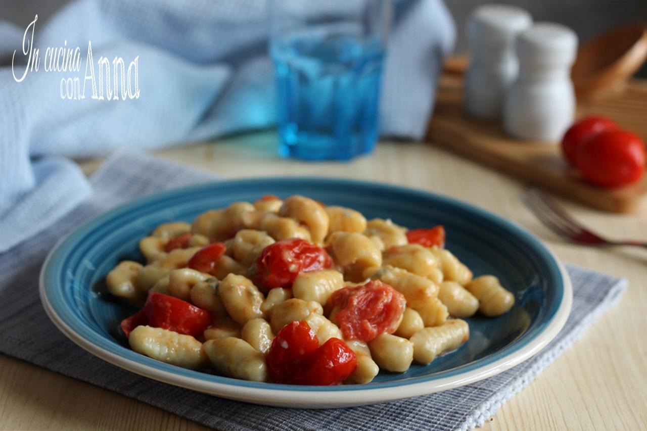 Gnocchi gorgonzola e pomodorini.