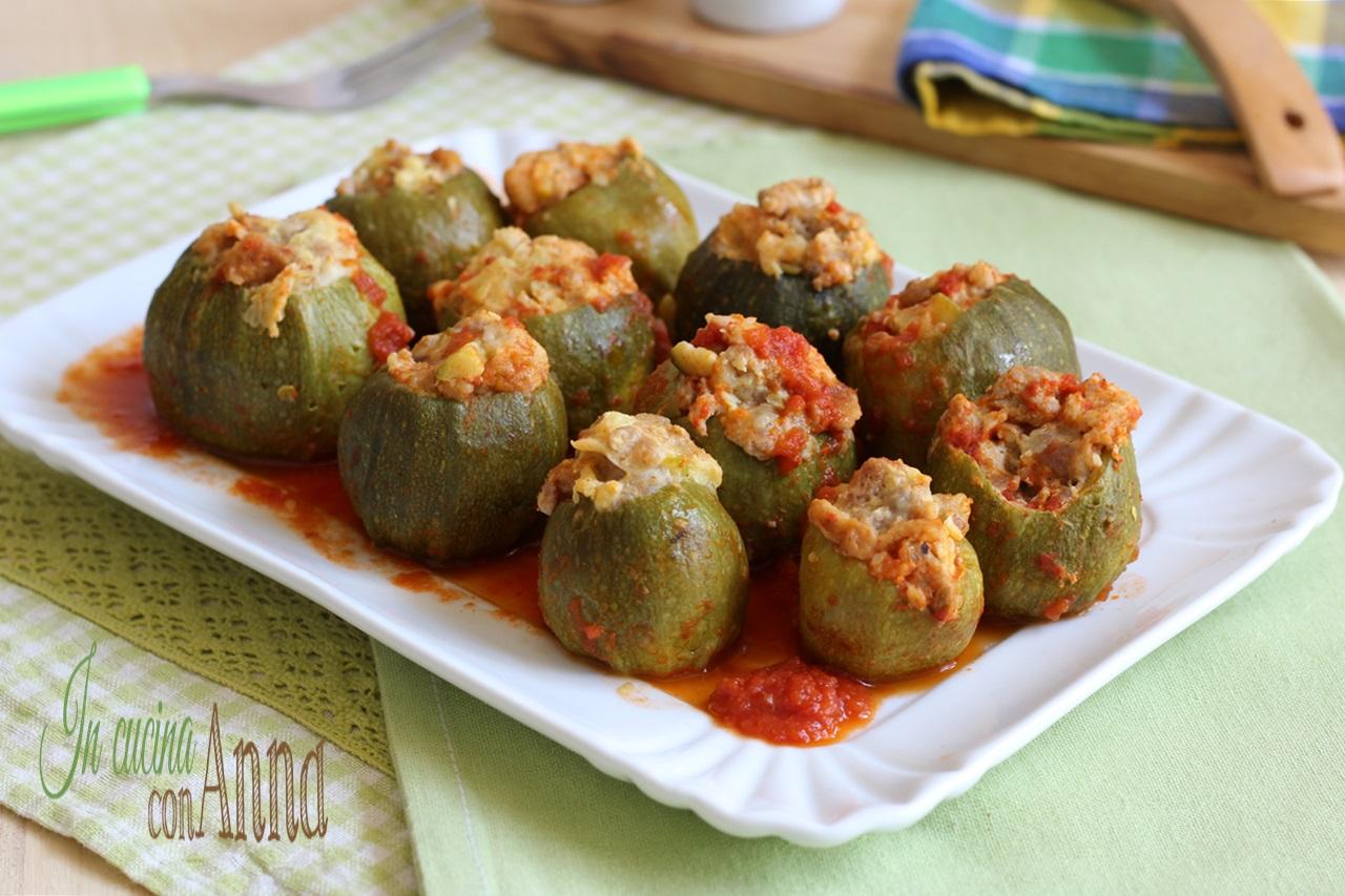 Ricetta Zucchine Ripiene Di Carne Al Sugo.Zucchine Ripiene Al Sugo Gustose E Saporite
