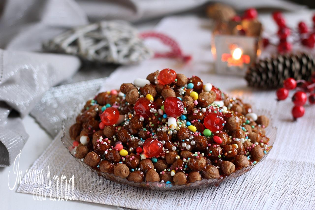 Struffoli al cioccolato e caramello