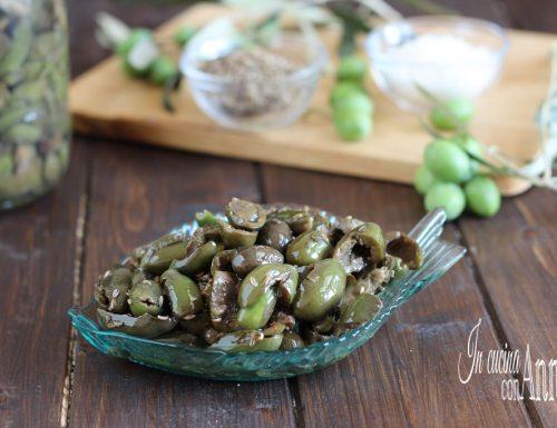 Olive condite schiacciate