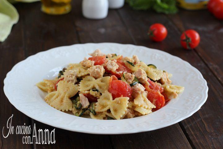 Pasta zucchine,pomodorini e tonno