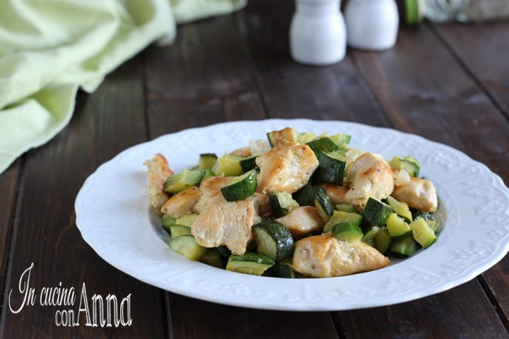 Pollo e zucchine in padella