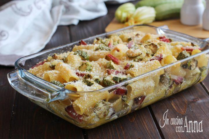Rigatoni al forno con zucchine e speck