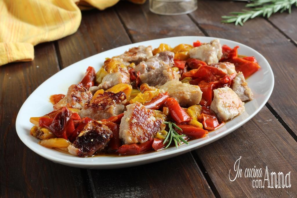Bocconcini di carne e peperoni in padella