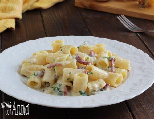 Rigatoni con crema di patate, speck e rucola