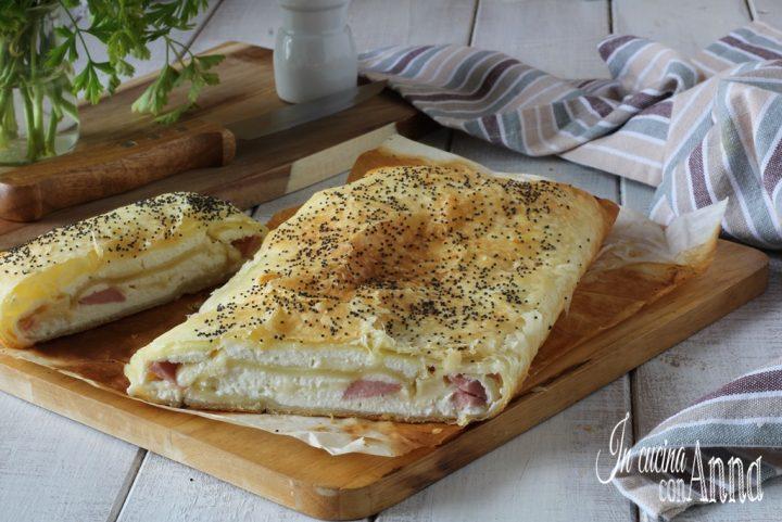 Rotolo salato con ricotta, mortadella e asiago