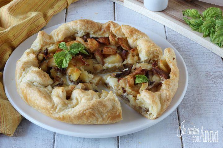 Torta rustica con patate, salsiccia e funghi
