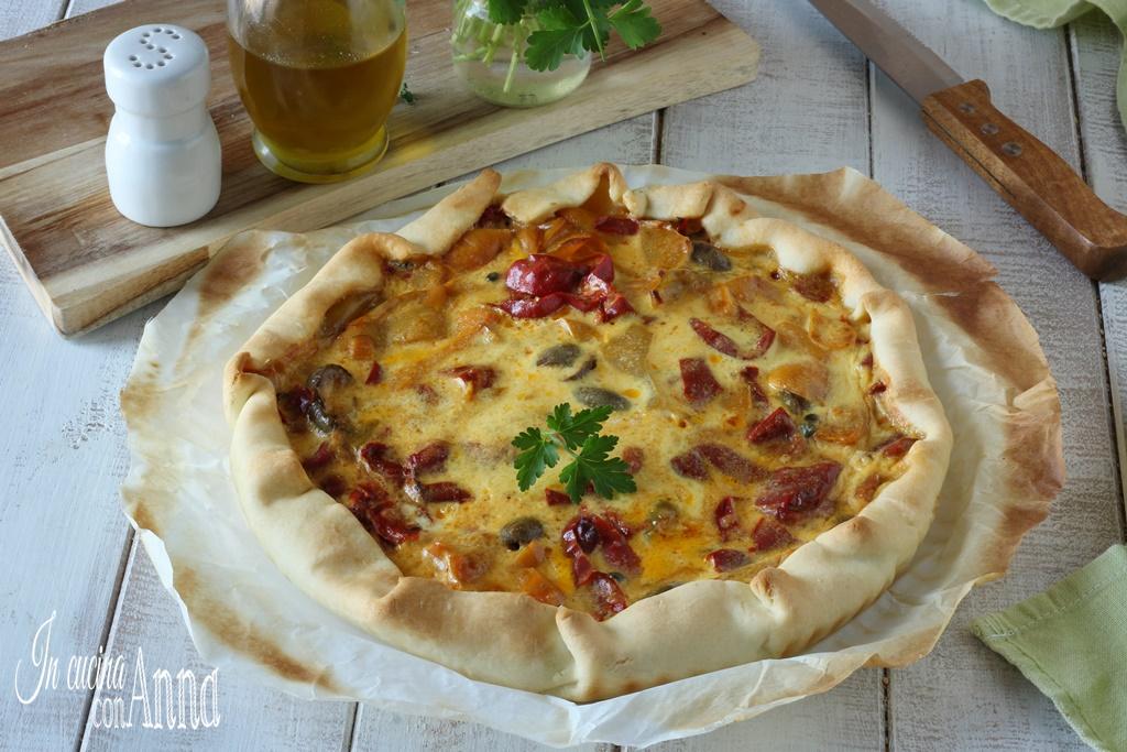 Torta salata con peperoni e gorgonzola