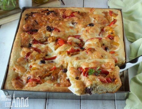 Pizza con peperoni e provola