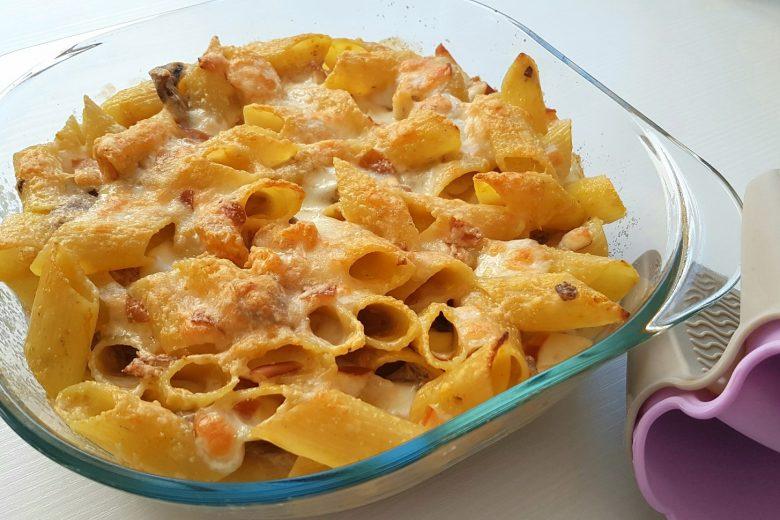 Pasta al forno con zucca, funghi e scamorza