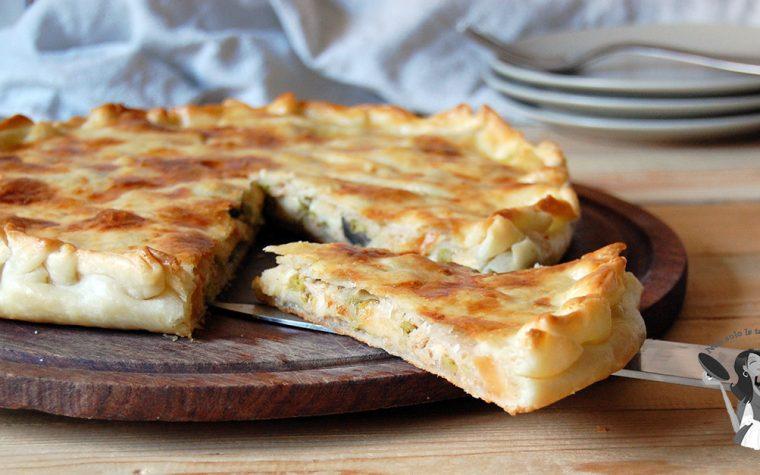 Torta salata tonno mozzarella e olive nere
