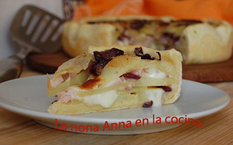 Rustico con patatas cebolla y queso