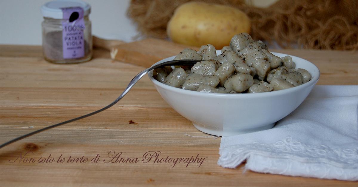 Gnocchi di patate viola alle ortiche