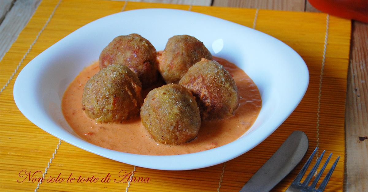 Polpette di carne e peperoni con salsa di peperoni